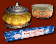 Encens en bâtonnets, cnes et résines, mille senteurs indiennes. Large gamme de bougies parfumées, savons, crèmes et extraits de parfum. Toute la magie de lInde !